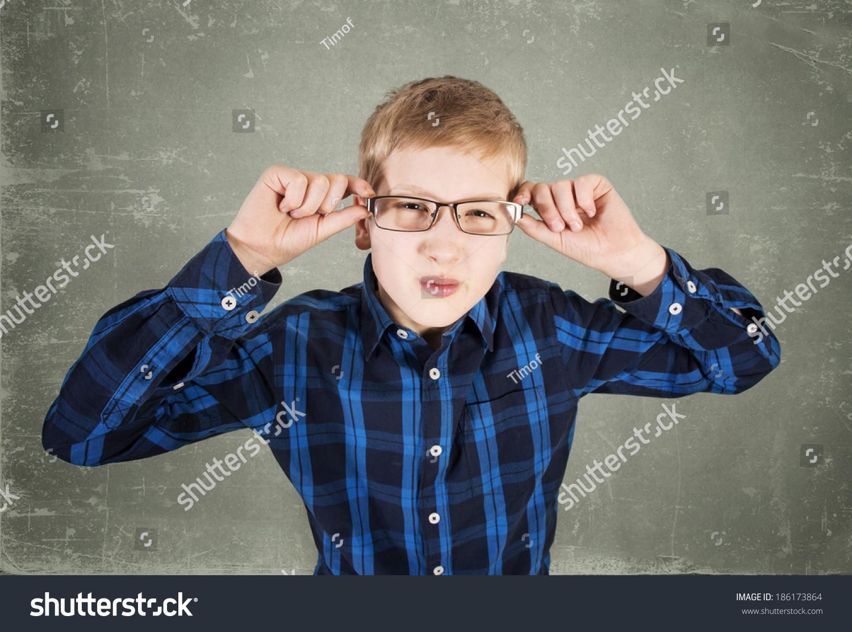 戴眼镜的男孩-教育,人物-海洛创意(hellorf)-中国