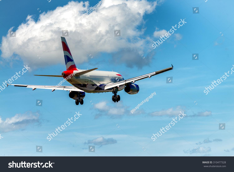 航空公司的飞机降落