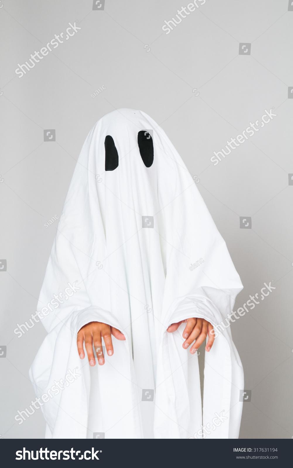 孩子穿着鬼万圣节服装
