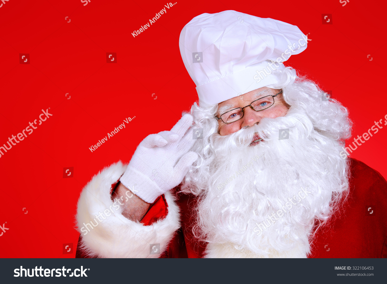 欢乐的圣诞老人在厨师的帽子喜庆的红色背景.副本的